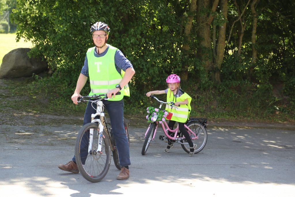 Føniks elev havde far med på cykeltur