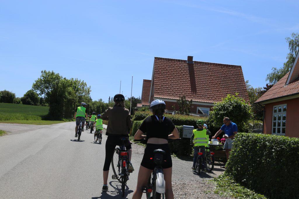 God opbakning til cykelsponsorløber med ekstra væskedepot på Ugebjervej