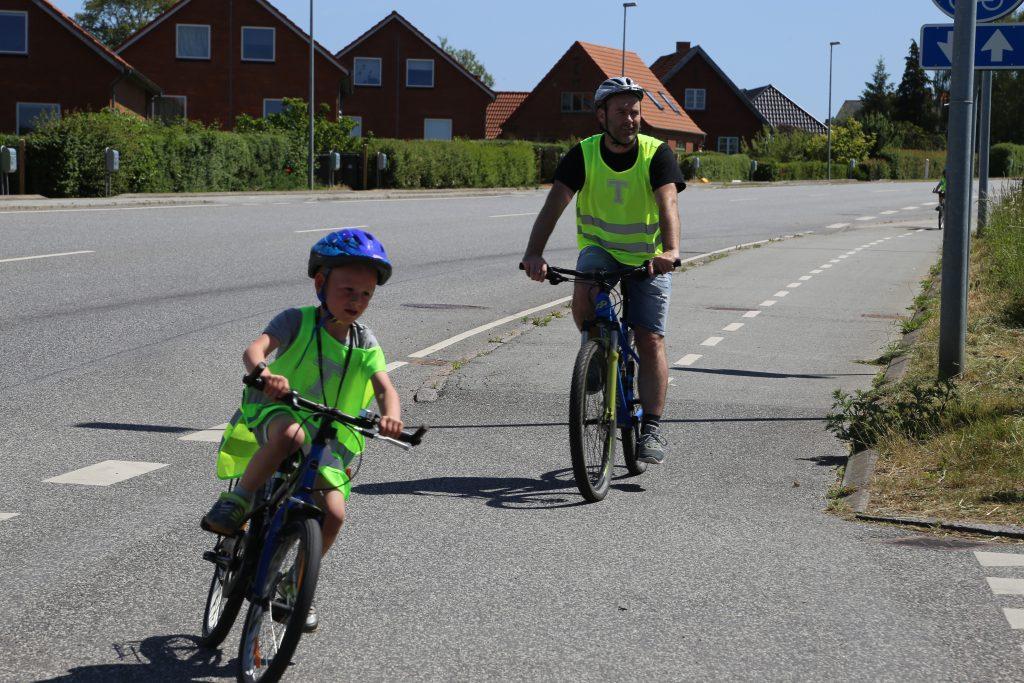 Perseus elev på cyklen med sin far