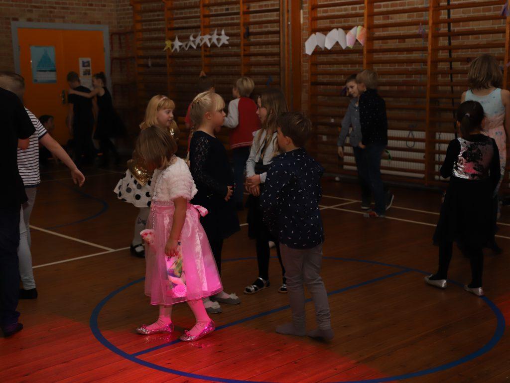 De mindste elever var meget flittige på dansegulvet