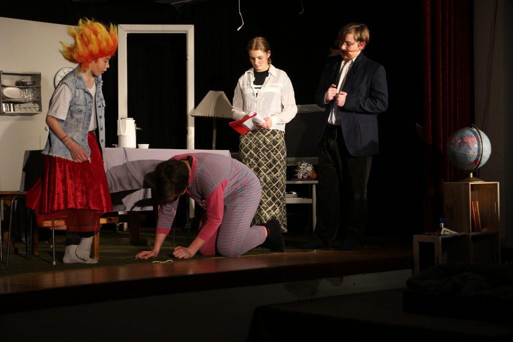 Tante Augusta får Vuffe-Uffe til at stå på bagbenene