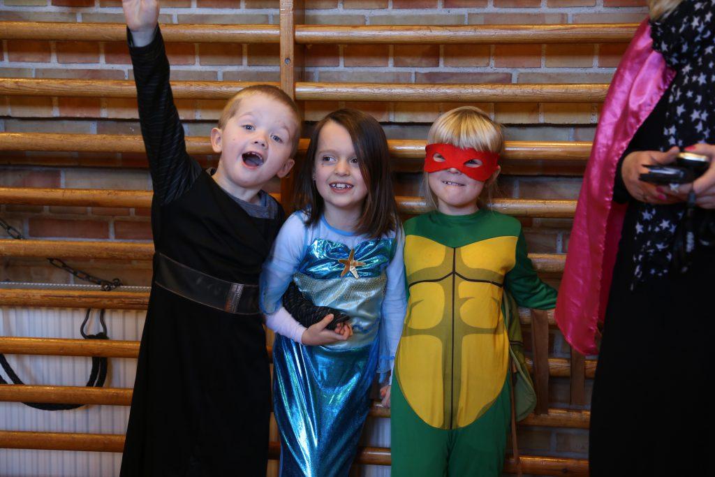 Udklædte elever fra Føniks