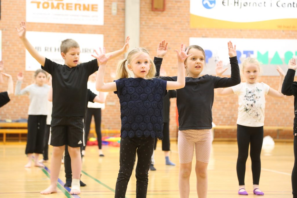 SFO børn til gymnastikopvisning