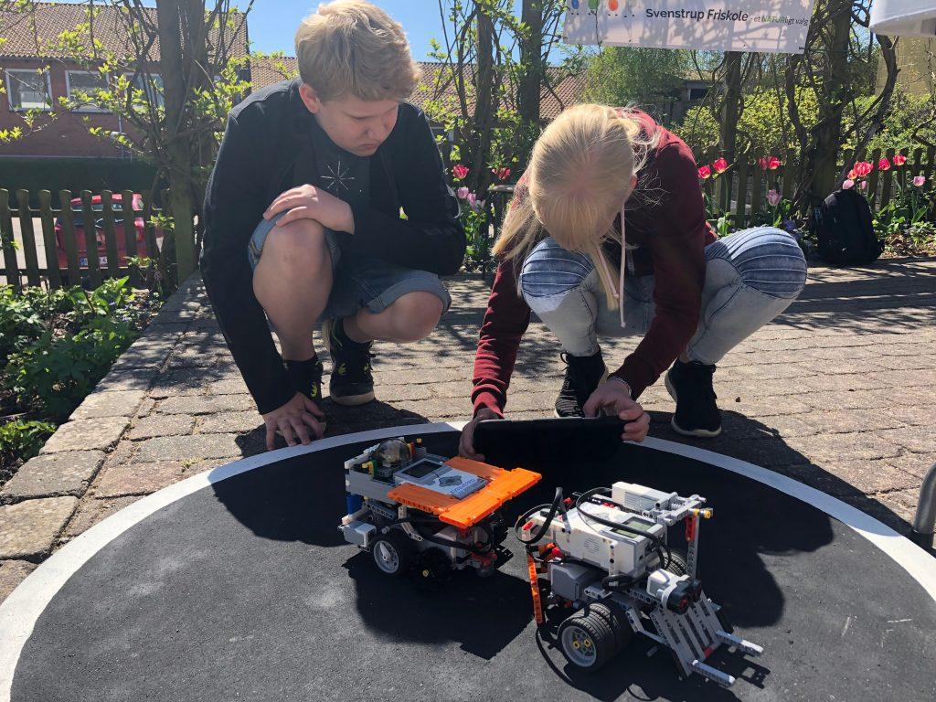Elever der arbejder med LEGO Mindstorms programmering