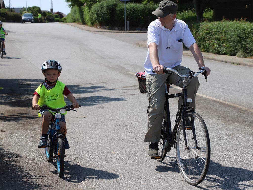 Kommende elever deltog også i cykelsponsorløbet