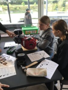 Lyra's elever lærer om motorsport på gokartbanen