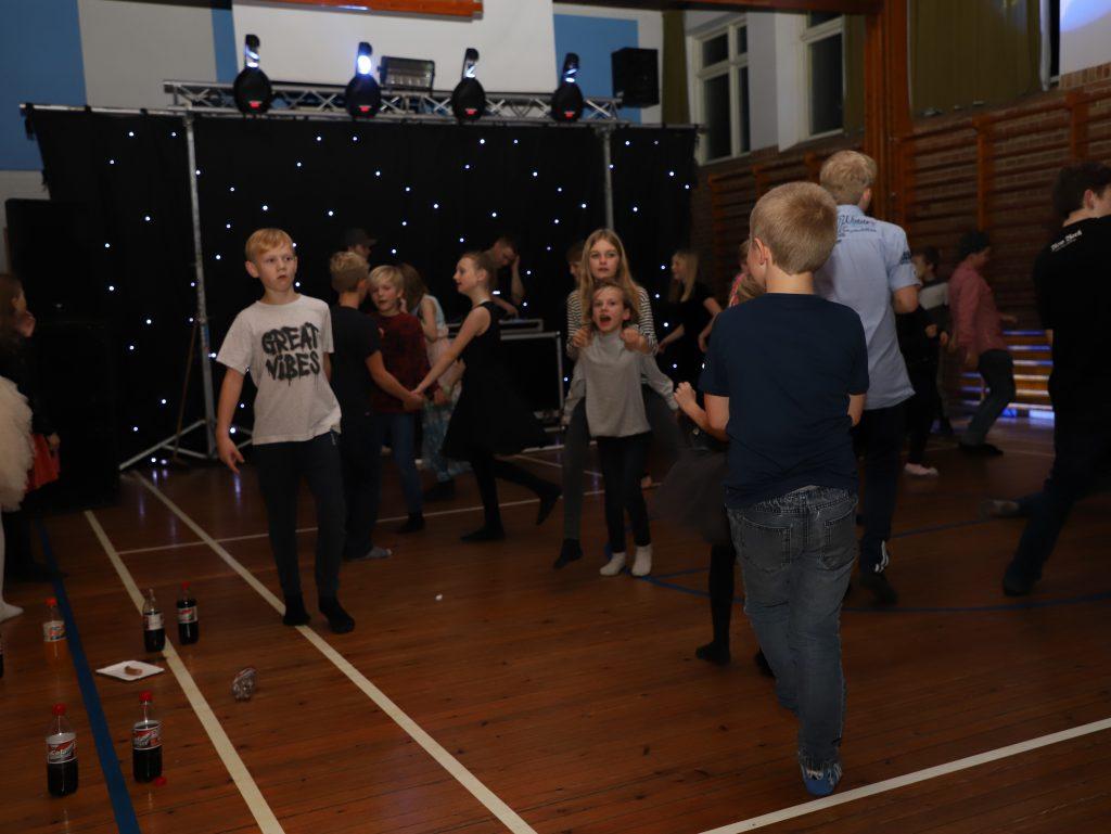 God aktivitet hele aftenen på dansegulvet