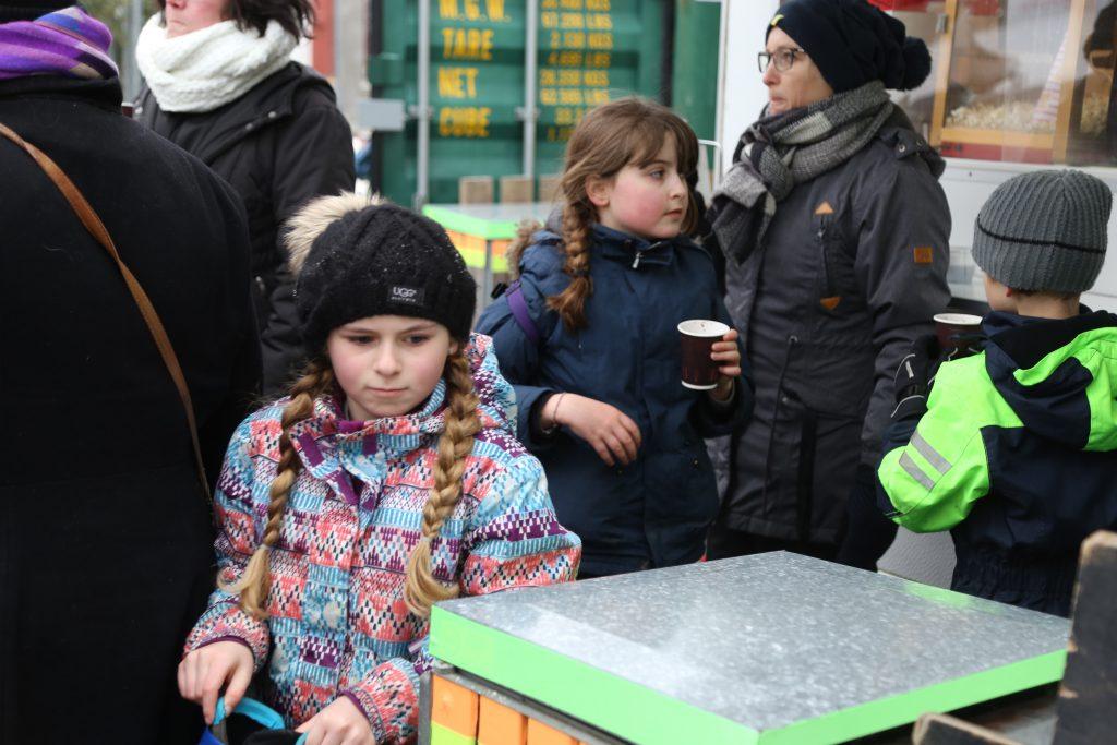 Støtteforeningen sponserede en kop varm kakao til alle
