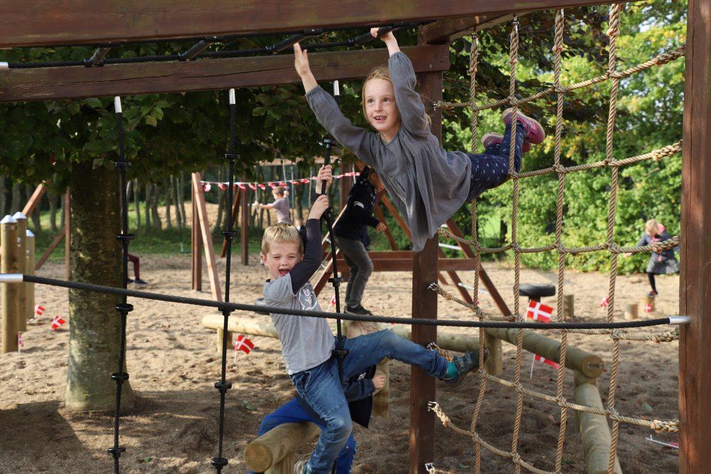 Tarzanbørn over dete hele