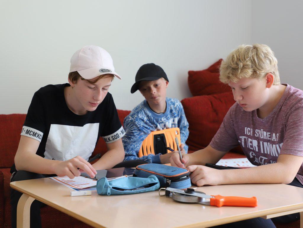 Andromeda laver gruppearbejde i Tysk