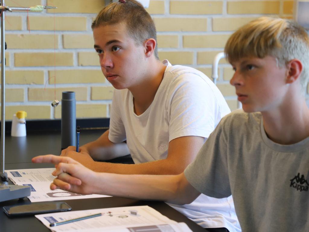Eleverne i Argo i gang med Fysik/Kemi undervisningen